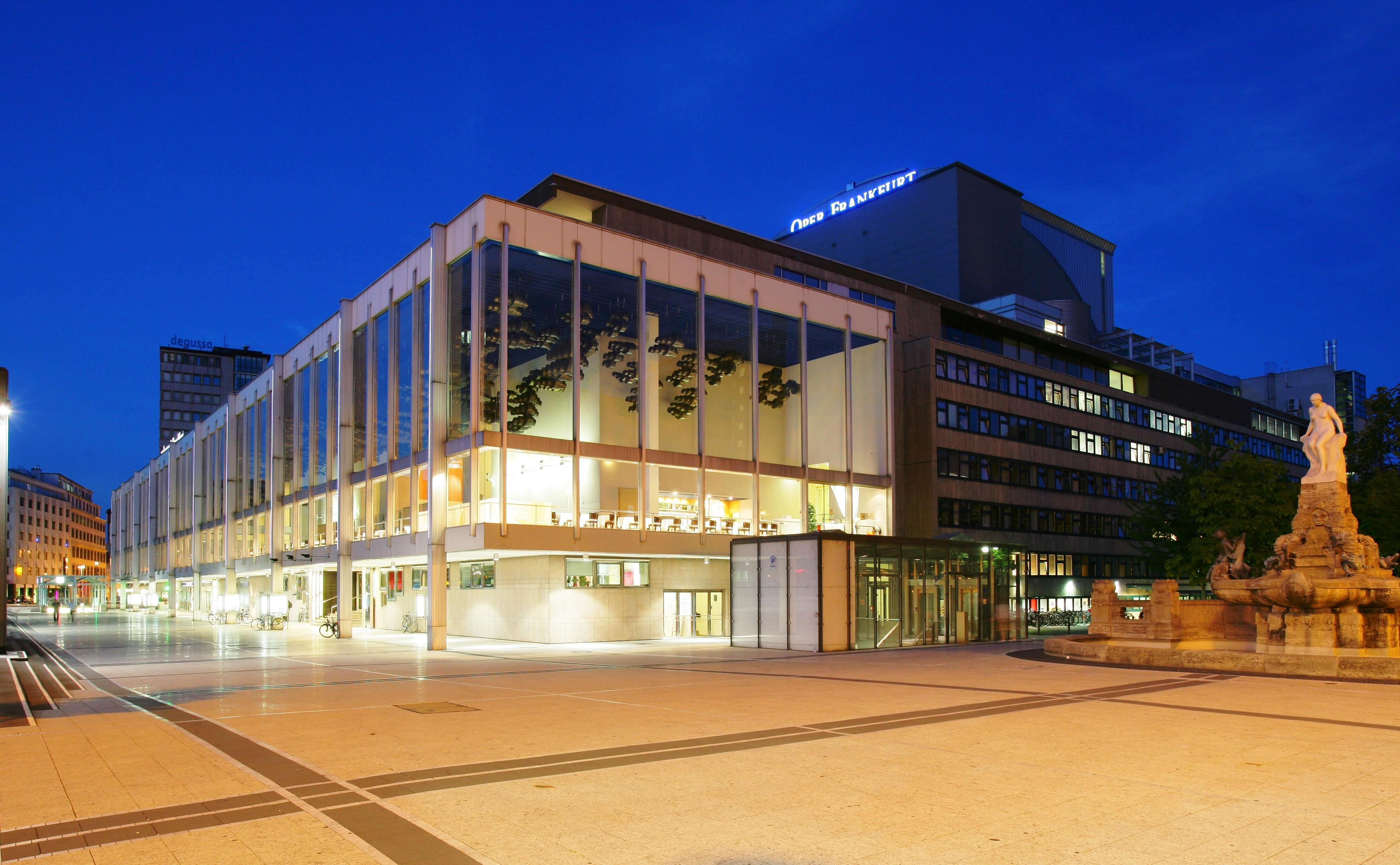 Oper-Frankfurt_Au%c3%9fenansicht_(c)Wolfgang-Runkel.jpg